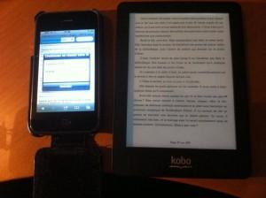 A gauche, un écran actif, à droite, un écran passif rétro-éclairé